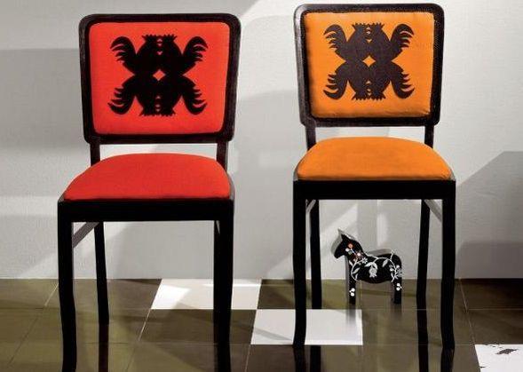 Ludowe dekoracje znowu modne. Szablon kogutki na krzesła i nie tylko