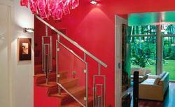Bezpieczne i ładne balustrady przy schodach żelbetowych