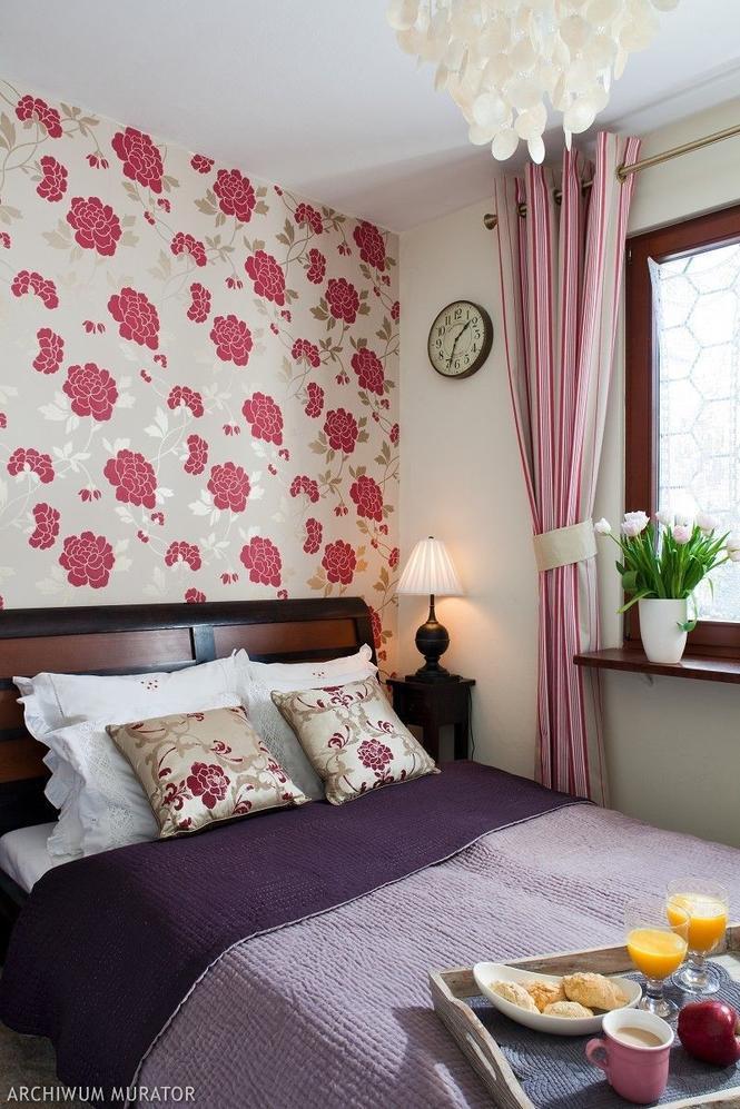 Tapeta na ścianie w sypialni