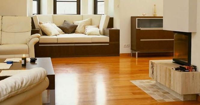 Podłoga drewniana w salonie