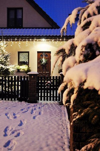 Pomysły na świąteczne oświetlenie domu