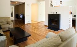 Solidne i naturalne wnętrza. Zobacz prezentację domu, w którym ważną rolę odgrywa drewno kempas