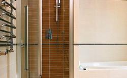 Wygodne wejście. Drzwi do kabiny prysznicowej