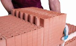 Materiały z ceramiki budowlanej: cegły i pustaki ceramiczne
