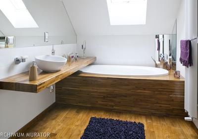 Łazienka na poddaszu. Ładna aranżacja łazienki pod skosami [GALERIA ZDJĘĆ]
