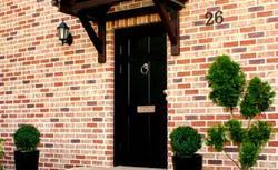 Nowe drzwi wejściowe. Czym się kierować przy wyborze drzwi zewnętrznych do domu jednorodzinnego