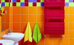 Ciepło i kolorowo. Płaski grzejnik łazienkowy