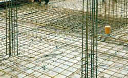 Jak powstaje betonowa płyta fundamentowa – projektowanie, budowa i odbiór