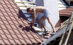 Dach z blachy: kolejność prac przy montażu pokrycia dachowego