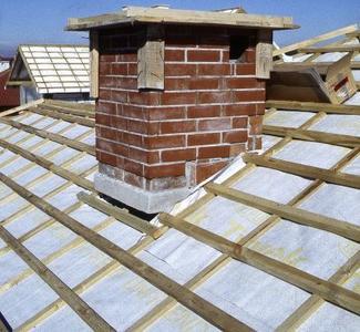 Montaż pokrycia dachowego: rusztu pod blachodachówki i blachę trapezową