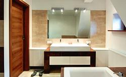Łazienka w nowym miejscu. Radzimy jak sprawie przeprowadzić remont łazienki