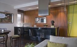 Kuchnia otwarta na salon powiększy przestrzeń do gotowania. Ma jednak pewne wady...
