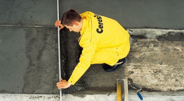 Układanie podkładu cementowego