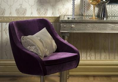 Klasycznie piękna podłoga w salonie, czyli parkiet i płytki ceramiczne jak z pałacu